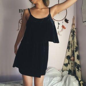 [NWT] Blue velvet open back dress